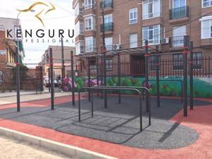 Kenguru Pro calisthenics equipment ground in France,